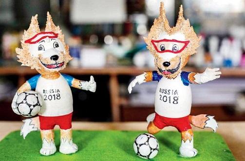 Nguyen Thanh Tam creating World Cup mascot using eggshells