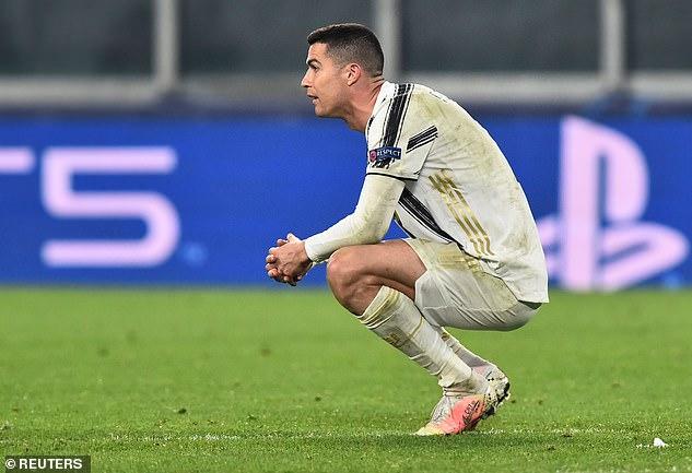 """Bị loại khỏi Champions League, Ronaldo bị xem như """"kẻ phản bội"""" Juventus"""